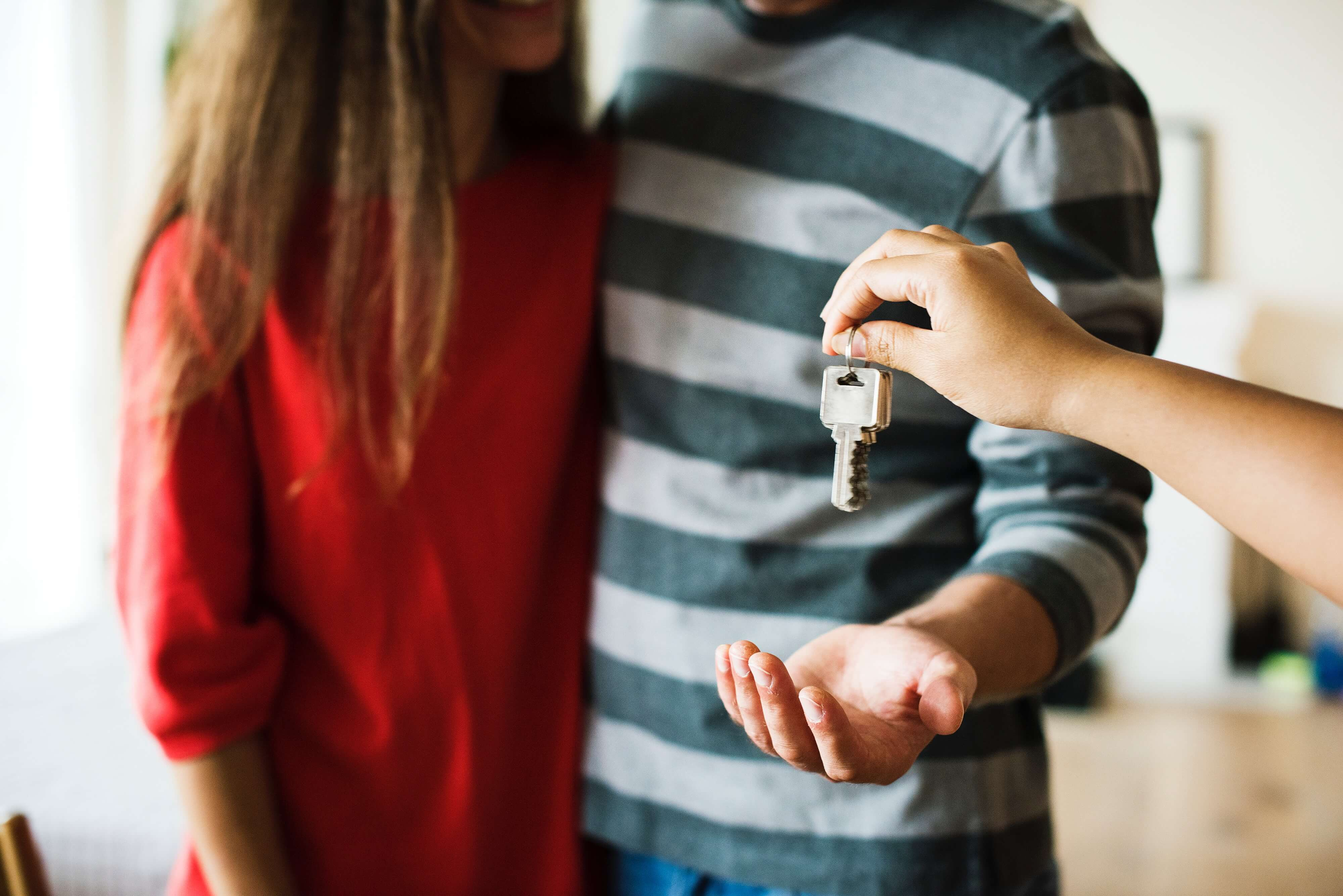 Homeowners-getting-keys-images-blog